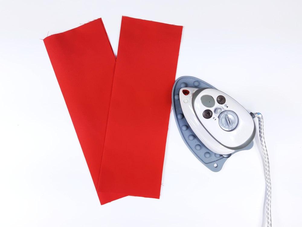 Buchumschlag nähen: Umschlagstreifen bügeln
