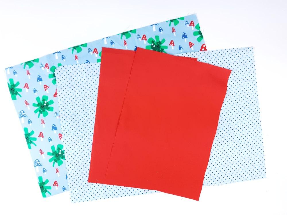 Buchumschlag nähen: Stoffe zuschneiden