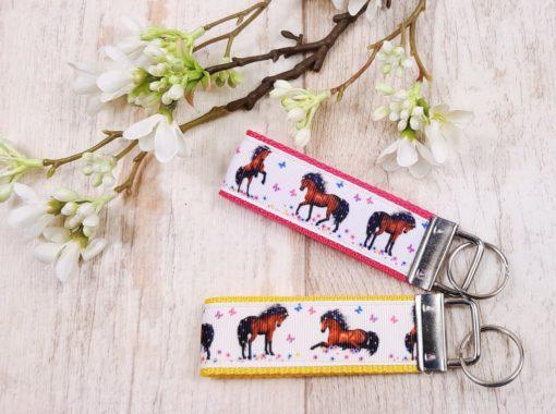 SanDaLu Schlüsselanhänger Pferde beide Farben