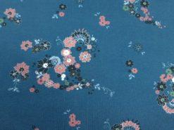 Jersey Stoff staubblau, Stoff mit kleinen Blüten in altrosa, 94% Baumwolle, 6% Elasthan. Wunderbar zu vernähen. ✂ Kauf Meterware von SanDaLu Detail