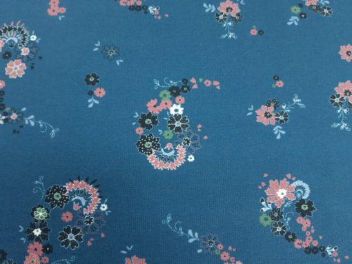 Jersey Stoff staubblau, Stoff mit kleinen Blüten in altrosa, 94% Baumwolle, 6% Elasthan. Wunderbar zu vernähen. ✂ Kauf Meterware von SanDaLu Boteh Muster
